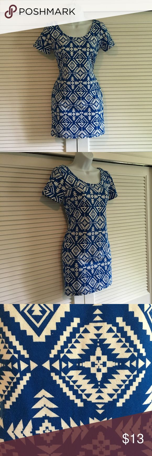 Forever 21 Bodycon Dress Blue and white print bodycon dress from Forever 21. Like new. Short sleeves and scoop neck. Size L. Forever 21 Dresses