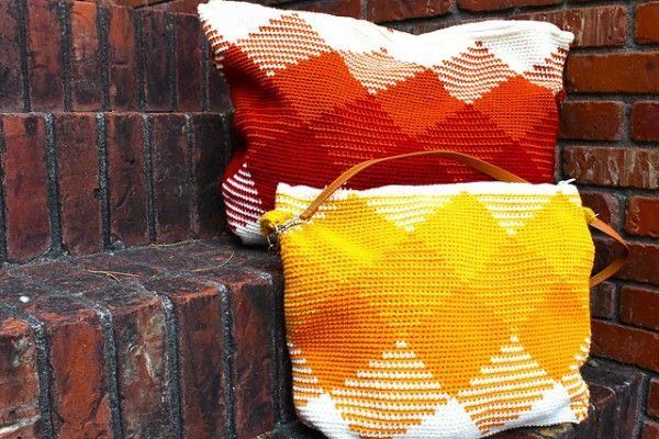 Tapestry crochet purses via Las Teje y Maneje