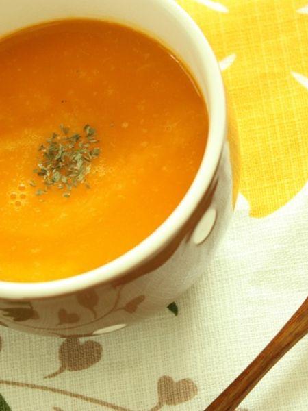 ひょうたんのような独特の形をした「バターナッツかぼちゃ」。今回は人気のスープやサラダなどのレシピと下処理法、保存方法について詳しくご紹介します。また気軽にバターナッツかぼちゃを栽培できるのを知っていましたか?魅力をたっぷりご紹介します。 (2ページ目)
