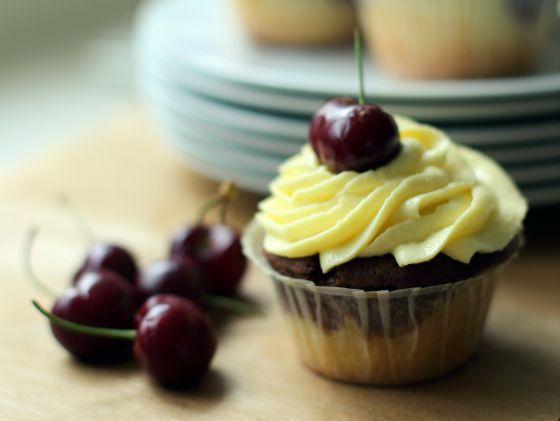 Donauwelle cupcakes: Vanille, chocolade en kersen