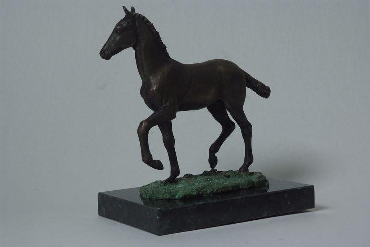 Жеребёнок. 2016.  Бронза, габбро-норит. #жеребенок #лошадь #лошадивискусстве #скульптура #анималистика #арт #art #horseart #equine #equinart #horse #sculpture #sculpturehorse