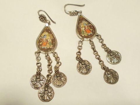 Orecchini in argento vecchio. Elementi provenienti da varie parte dell'India. Pezzo unicoIl Microdipinto su seta raffigura PARVATI e SHIVA