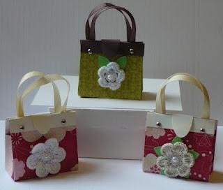 cute little paper purses! Perfect for little favors...