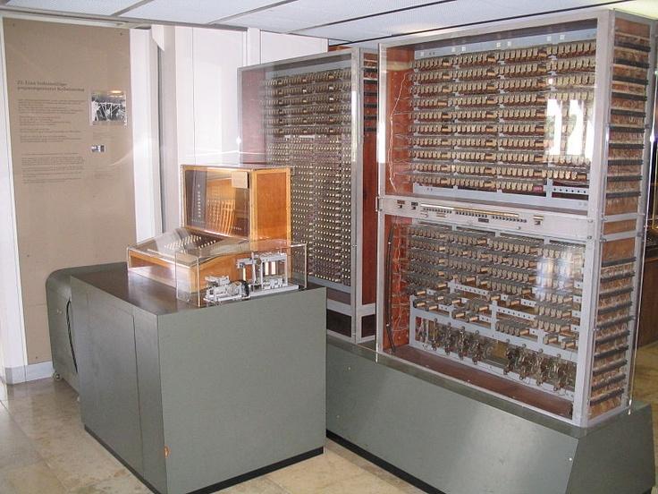 La terza evoluzione del computer di Konrad Zuse è lo Z3, il primo computer completamente programmabile e del tutto automatizzato. La frequenza di clock va dai 5 ai 10 Hertz a 22 bit con calcolo in virgola mobile.  La macchina fu completa nel 1941 e distrutta nel 1944 durante i bombardamenti su Berlino.  Esiste una versione ricostruita negli sessanta perfettamente funzionante