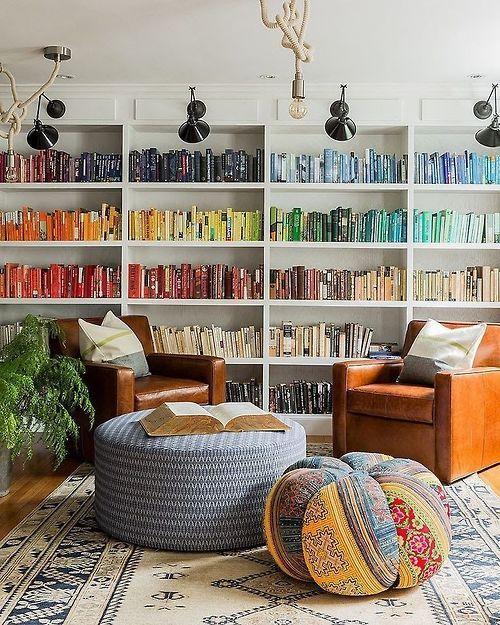 Nog een leuk idee voor kleur in huis: gekleurde boeken! #inspiratie #kleur