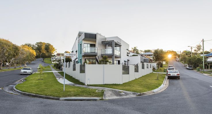 Every job has its own challenges, and there were plenty for this corner-block on the Gold Coast. However, all the boxes were ticked when this homeowner decided to use our SlimWall™ as the solution!