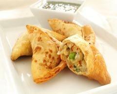 Samoussas végétariens à l'indienne : http://www.cuisineaz.com/recettes/samoussas-vegetariens-a-l-indienne-56512.aspx