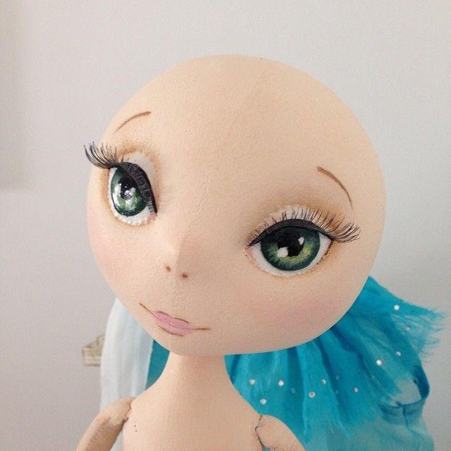 Глазки ожили . Они такие смешные, пока лысенькие))) как инопланетяне))) #куклы  #процессы