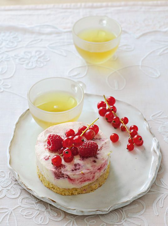 Japanese cherry tea with raspberry ripple cheesecakes Raspberry Ripple, Cheesecakes, Panna Cotta, Cherry, Diet, Ethnic Recipes, Desserts, Food, Gastronomia