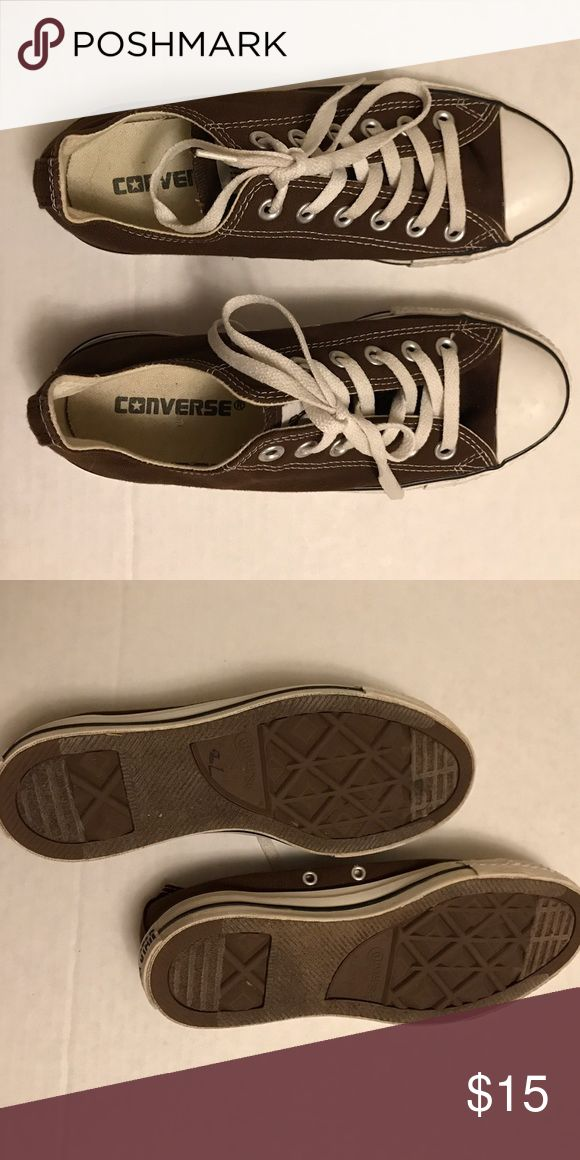 Brown Converses Sneaker Classic Low Women's 7 Only worn a few times, in very good clean condition. Size 7! Converse Shoes Sneakers