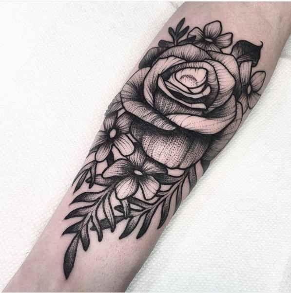 ber ideen zu schwarze rose tattoos auf pinterest. Black Bedroom Furniture Sets. Home Design Ideas
