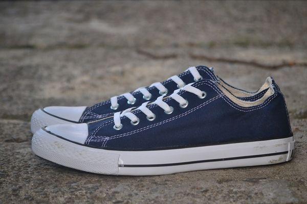 Hasil gambar untuk sepatu converse
