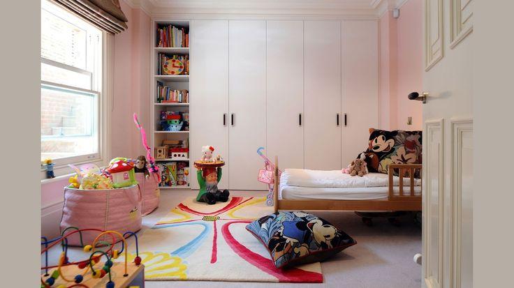 Детская комната для девочки. Детская в светлых тонах. Бюджетная детская. #justhome#джастхоум#джастхоумдизайн  ❤️❤️❤️Just-Home.ru Бесплатный каталог дизайн проектов квартир. Более 900 практичных и бюджетных проектов . Переходите на сайт и выбирайте лучшее!  #детскаявсветлыхтонах #детскаядлядевочки #бюджетнаядетская #детскаякомната #идеидлядетской #фотодетской #ремонтдетской #интерьердетской #детскаяминимализм #стильныйремонт #идеиремонта #дизайнинтерьераквартиры #практичныйремонт