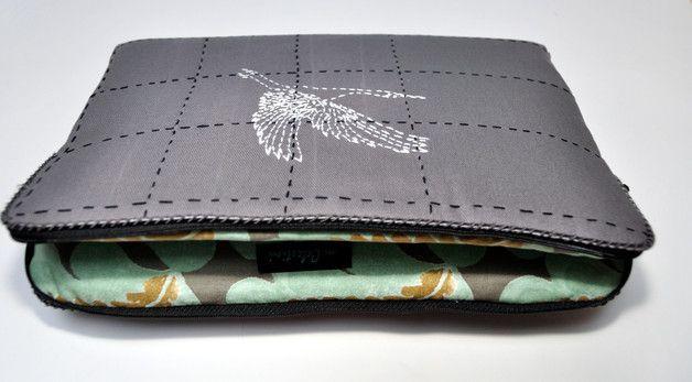 Laptop cover, laptop bag, Jeśli szukasz absolutnie unikalnego, jedynego w swoim rodzaju etui na laptopa - to właśnie mam coś dla Ciebie. Inspirowane japońskim sashiko, haftowane ręcznie etui. Każde moje etui, torba,...