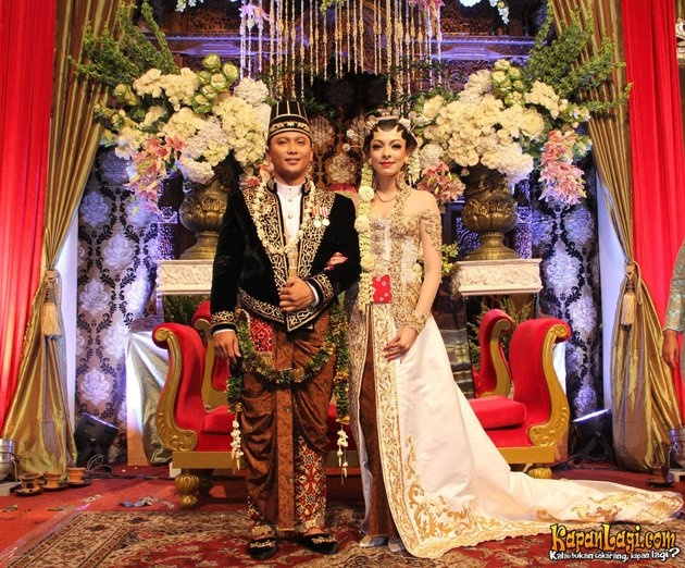 Tedjodiningrat brotoasmoro javanese wedding wedding for Asmoro decoration