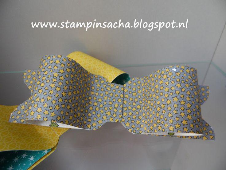 Dat je met de 'Envelope Punch Board' niet alleen enveloppen kunt maken wisten we al. Maar dat je er ook heel eenvoudig strikken mee kunt mak...