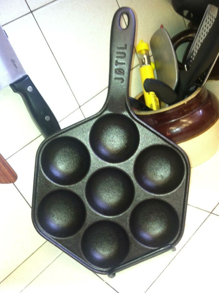 #Jøtul #æbleskiver pan $15 - I had to find a counter top display for it!