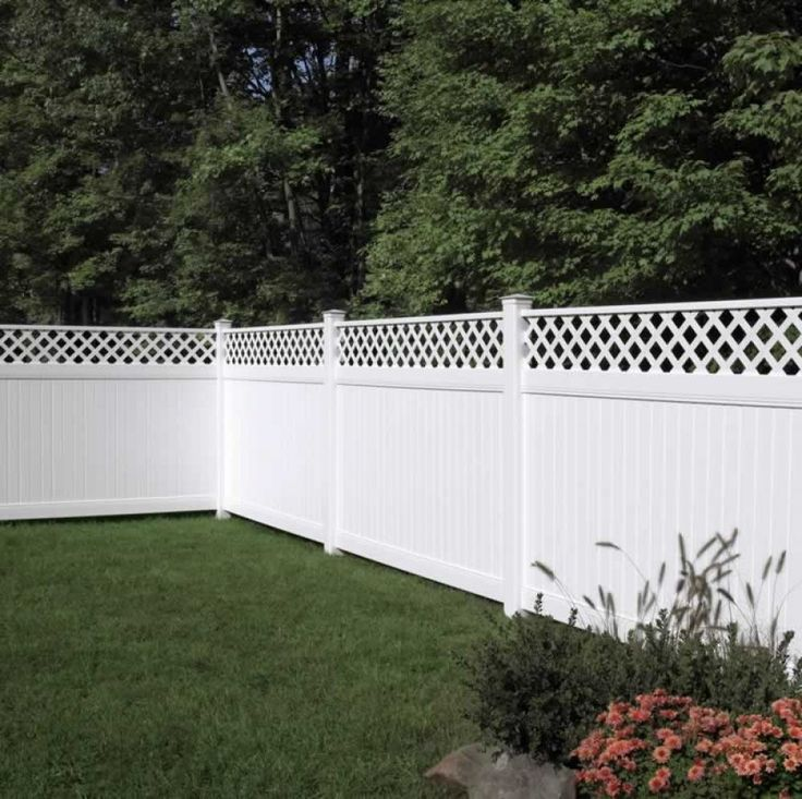 This privacy fence has white lattice along