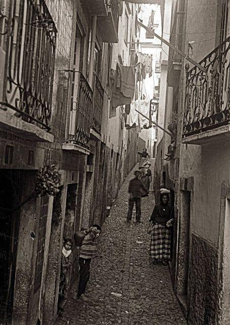 Beco Mexia, Alfama - c.1900