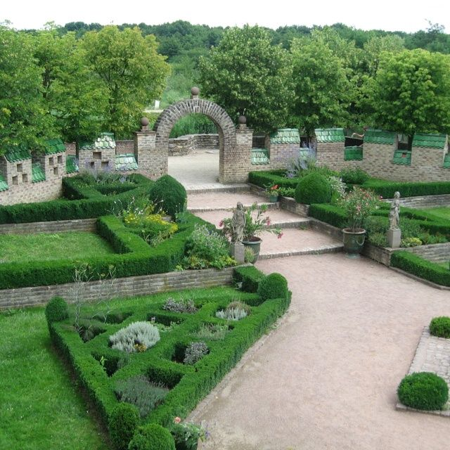 Formal Garden Design Idea: Best 25+ French Formal Garden Ideas On Pinterest