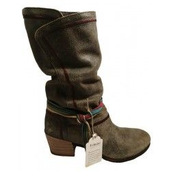 Crust leather boots with heel, by Felmini, 8472