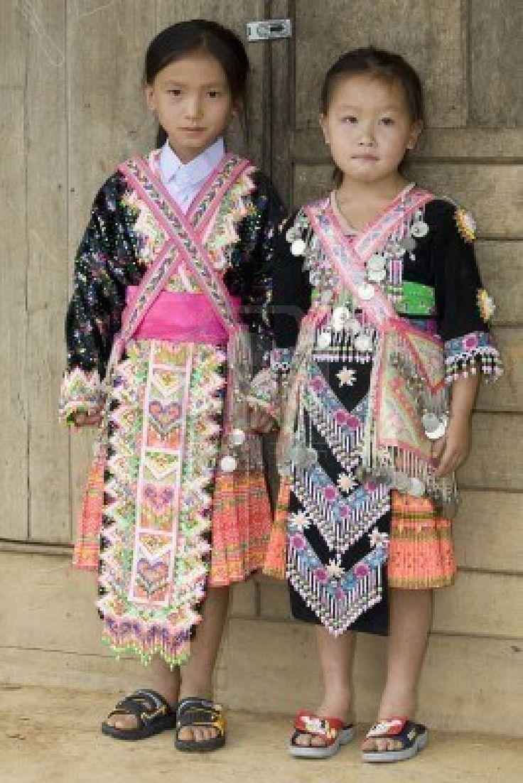 The dress agency horncastle - 2 Meisjes Uit Laos