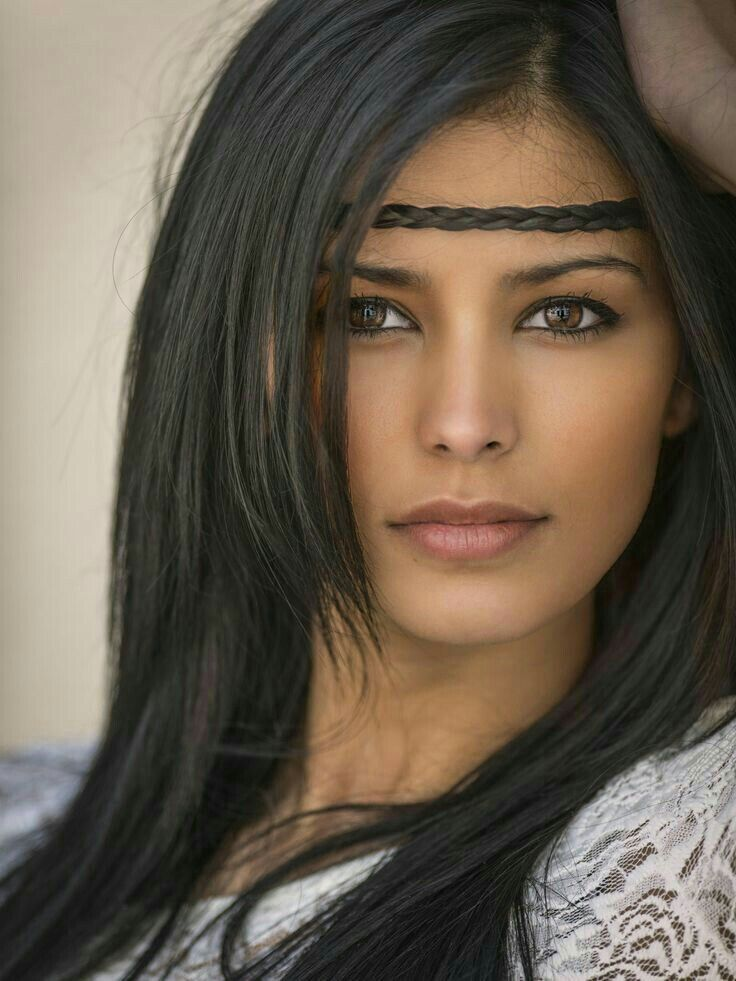 Young Woman Of Aboriginal-American Descent W Beautiful -5528