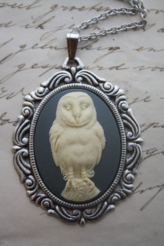 Owl Cameo Necklace  Owl Necklace Cameo Necklace von poppenkraal, $15.00