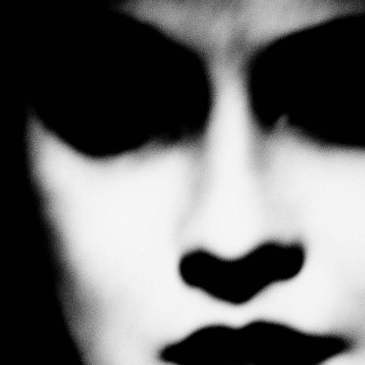 © Éva Truffaut (1961) Eva Truffaut will be on display at the Galerie Chappe in Paris until June 29, 2013. (from Le Journal de la Photographie)  Eva Truffaut: Photographies From 5 to 9 June, 2013 Galerie Chappe 21 rue Chappe / 4 rue André Barsacq 75018 Paris France  http://www.myspace.com/galeriechappe