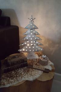 Hand gemaakte metalen kerstboompje wit 40 cm - 8719323051287 - Avantius