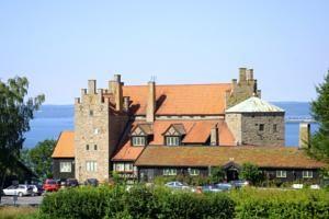 Gränna (Sverige): Gyllene Uttern; heel mooi hotel aan het Vänernmeer, lijkt net een kasteel