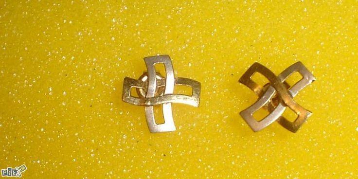Annons på Tradera: Örhängen i 18K vit/gul guld kors