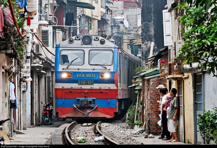 RailPictures.Net Photo: D19E-921 Vietnam Railways D19E at Hanoi, Vietnam by Vitaly Koval
