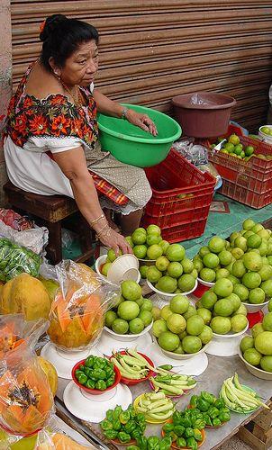 Limas y habaneros (limes and habanero peppers), market in Mérida, Yucatán, México | Memo Vasquez on flickr