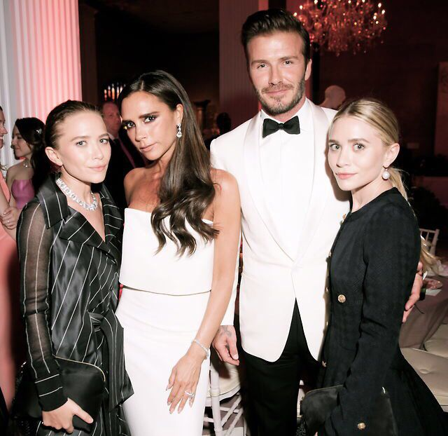 Mary-Kate and Ashley Olsen at the 2014 MET Gala with the Beckhams. #olsentwins #victoriabeckham #davidbeckham #style #fashion