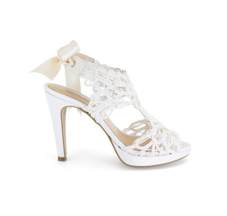 14508-513C Zapato de novia de fantasía blanco con lazo trasero - Marca Ángel Alarcón. Colección 2015. Vintage. Calzado Made in Spain