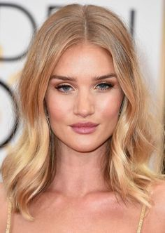 Rosie Huntington-Whiteley at the Golden Globes 2016 | Best Celebrity Eyebrows Of 2016, check it out at http://makeuptutorials.com/best-celebrity-eyebrows-makeup-tutorials