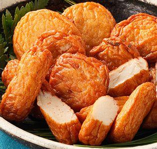 さつま揚げ詰め合わせ [浜崎蒲鉾店] さつま揚げ詰め合わせ 鹿児島県・串木野はさつま揚げの名産地。ここ浜崎蒲鉾店のさつま揚げは、豆腐を使用した柔らかな食感、やさしい甘さが人気です。そのままでも美味ですが、醤油を付けるほか、好みで温め直しても。盛りだくさんの内容なので、きざんで炊き込みご飯に混ぜたり、煮物や炒め物に加えたりと活用してください。