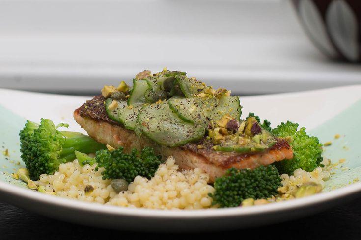 Ørret med kapersvinegairette servert på perle couscous med brokkoli