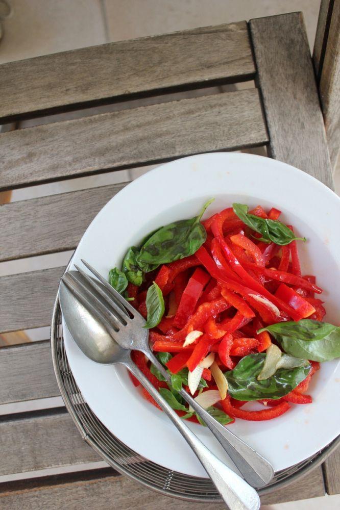 - Peperoni e zucchine crudi con olio,aglio,basilico e limone