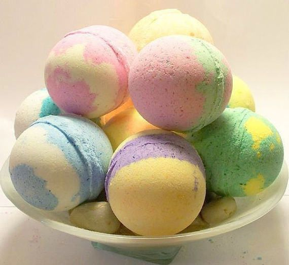 This listing is for 140 Bath Bombs  2.4 oz... With Assorted Scents... (Colors & Scents & Styles May Vary)  Some may have minor flaws as they are handmade and hand pressed by me. While I strive for perfection, handmade items may not always be perfect. with there being over 140 bath bombs wholesale price is approx. 1.50 each Ingredients: coffee butter, sodium barcarbonate, citric acid, essential oil, vitamin e, Epsom salt, mica powder, Scents:  Eucalyptus Peppermint  lavender  citrimint...