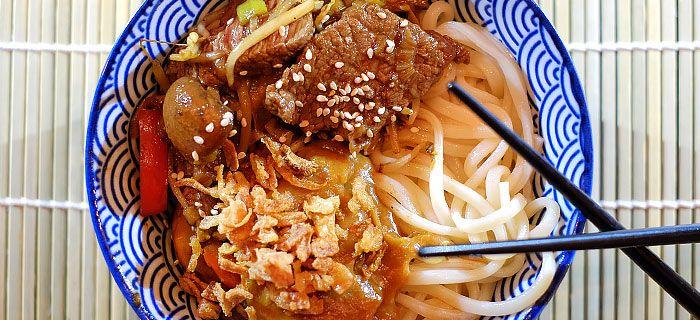 Roergebakken groenten met malse reepjes biefstuk en noedels