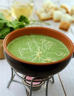 Whether made of chocolate or cheese, fondues always denote fun. It is the perfect stuff to have on the table for a gathering with your closest friends! Spinach Fondue is an interesting variant of the typical cheese fondue enhanced with puréed spinach. It has a vibrant and attractive green colour, and goes really well with pieces of brun pav.