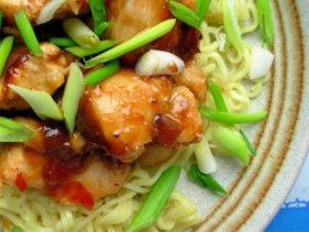 Ginger and honey chicken with noodles. This delicious stir fry is ready in 20 minutes and is only 200 calories