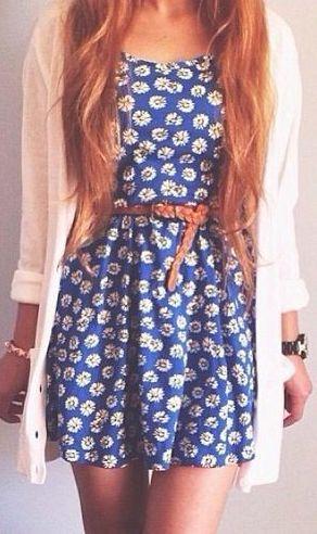 Vestido azul, casaquinho branco