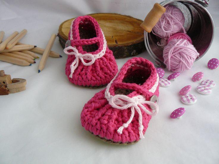 Zapatillas a ganchillo para Bebé fucsia con lazo blanco de Bicolino en Etsy