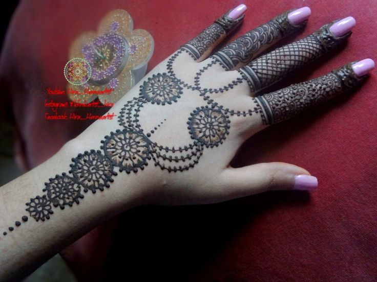 Intricate fingers henna mehndi design