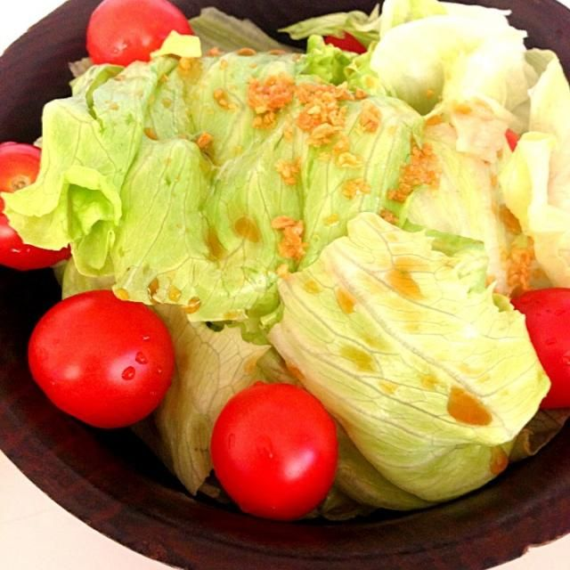 ドレッシングはポン酢とゴマ油を合わせた物 - 29件のもぐもぐ - レタスとトマトのサラダ by hamustarmie