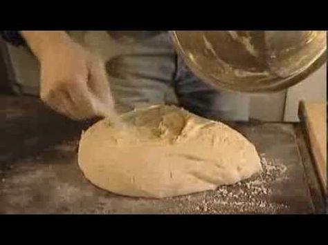 Es el panadero más didáctico que conozco, preciso en sus explicaciones, exacto en el uso de los ingredientes, con este Vídeo suyo, aprenderás la técnica de a...