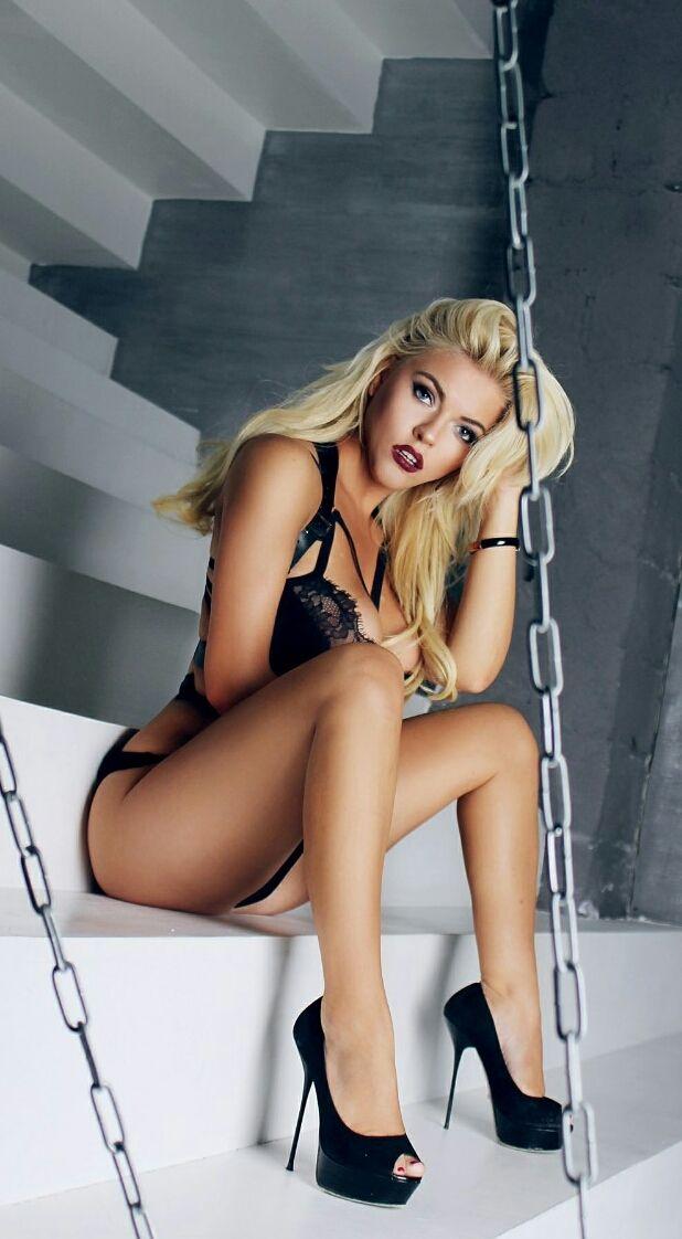 Just a blog showcasing my love for beautiful blonde bimbos. I do love a self-aware bimbo, one who...